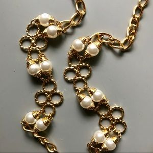Jewelry - Vintage 1960 necklace in gold tone and faux pearls